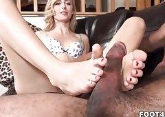 Alexa Grace loves to give footjob