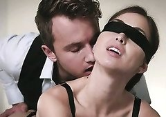 Blindfolded babe craves hot kinky sex and she ends up getting what she wants