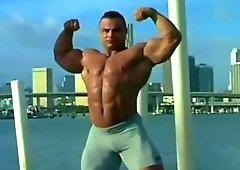 Hot bodybuilder toying whacking off