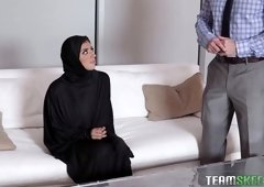 Nasty babe in hijab Ella Knox gives her head and gets fucked