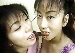 Lesbian kissing gams