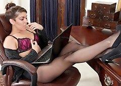 Office MILF Annabelle Genovisi Caress Her Knockers