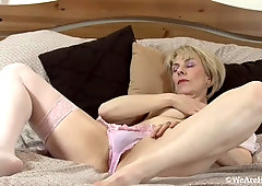 hazel may pulls beads from her hairy pussy