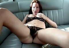 Bootylicious playful bitch with nice tits masturbates in the limo