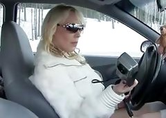 Car breakdown for horny Monicamilf in the Norwegian winter